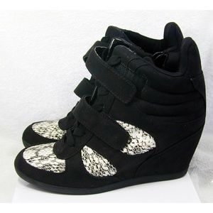 Vera Wang Black Snakeskin Wedge ankle Boots